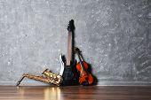 picture of saxophones  - Electric guitar - JPG