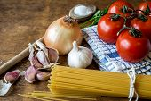 pic of spaghetti  - Spaghetti set with red tomatoes - JPG