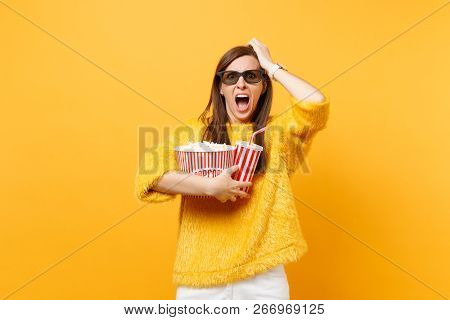 Scared Young Woman In 3d