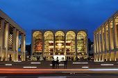 NEW YORK CITY - Oktober 23: Metropolitan Opera House im Lincoln Center beherbergt viele Welt-Klasse-Musici