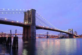 foto of brooklyn bridge  - The Brooklyn Bridge shimmering at night - JPG