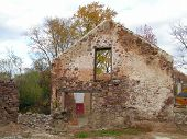 picture of fieldstone-wall  - 17th century farmhouse - JPG