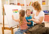 Постер, плакат: Дети делать математические упражнения с мамой