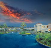 Постер, плакат: Посмотреть на бассейн с отражением небо в закате