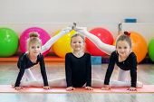 Grupa Preschoolers Teach Dance. The Concept Of Sport, Education, Childhood, Hobbies And Dance poster