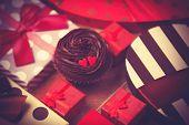 Постер, плакат: Cupcake And Gifts