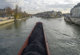 picture of coal barge  - Barge loaded with coal at the Ile de la Cit�. Paris France.. ** Note: Shallow depth of field - JPG