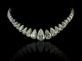 foto of collier  - A high jewelry necklace made by white pear diamonds on a black background with reflection - JPG