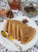 ������, ������: pancakes with honey