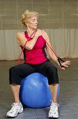 Постер, плакат: Старший здоровье и фитнес упражнения бицепса