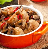 Sauteed chicken with mushrooms