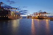 picture of container ship  - Container vessels are loaded  - JPG