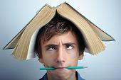 Постер, плакат: Книга на голове