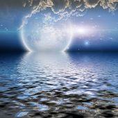 Постер, плакат: Восход луны над водой с облаками