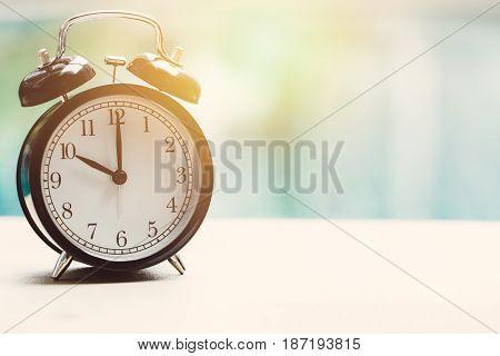 10 Oclock Retro Clock At