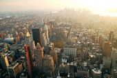 New York City Manhattan Panorama Luftbild mit Skyline bei Sonnenuntergang.