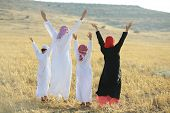 picture of arabic  - Arabic family in nature - JPG