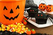 ������, ������: Halloween spider cupcakes with candy
