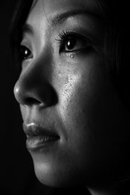 foto of japanese woman  - A black and white photograph of a young japanese woman crying - JPG