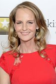 LOS ANGELES - 9 de JAN: Helen Hunt chega XVIII anual Critics' Choice Awards de filme a H Botelho