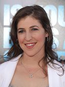 LOS ANGELES - JUN 30:  MAYIM BIALIK arrives to the