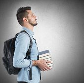foto of objectives  - Confident student studying to achieve the objectives - JPG
