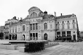 picture of edwardian  - Elaborate edwardian building in sqaure with fountain - JPG