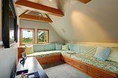 foto of vault  - Upstairs room with vaulted ceiling and beams - JPG