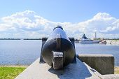 picture of artillery  - Battle cannon on the waterfront in Kronstadt - JPG