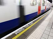 Mind the gap, advertencia en el metro de Londres