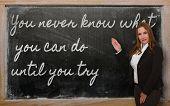 Постер, плакат: Учитель показаны вы никогда не знаете что вы можете сделать до тех пор пока вы попробуйте на доске