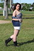 picture of halter-top  - Pretty teen in halter top - JPG