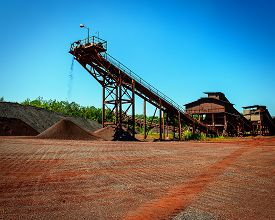picture of iron ore  - conveyor and crushing complex to deliver shredded iron ore - JPG