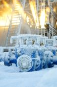 pic of oil rig  - Drilling Rig Equipment in the russian oilfield - JPG