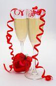 Постер, плакат: Бокал шампанского с красным сердцем