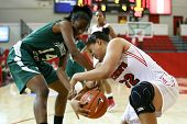 NEW YORK-NOV-3: Farmingdale Rams weiterleiten, Siohban Purvis (14) und St. John's Red Storm forward Mallor