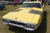Yellow Plymouth Road Runner 440-8