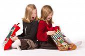 Постер, плакат: Сестры близнецы красивые часы Рождественские подарки