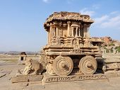 Picture of stone chariot at vittala temple.