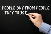 Постер, плакат: People Buy From People They Trust