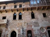 picture of juliet  - The facade with balcony of Juliet - JPG