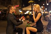 picture of propose  - Man proposing to his lover in the city - JPG