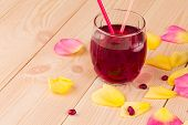 picture of pomegranate  - Pomegranate juice in a glass and ripe pomegranate grains - JPG
