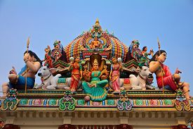 foto of hindu  - Hindu deity on the roof of the Sri Mariamman hindu temple in Singapore - JPG