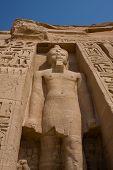 Постер, плакат: Древняя статуя в храм Абу Симбел в Египте