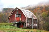 foto of red barn  - red barn in fall on route 100 in Vermont - JPG