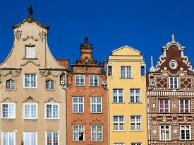 pic of tenement  - Colorful houses  - JPG