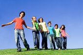 Постер, плакат: Различные группы счастливой молодежи