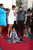 LOS ANGELES - NOV 13:  Jennifer Hudson, son, fiance at the Jennifer Hudson Hollywood Walk of Fame St