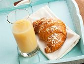 ������, ������: Croissant And Pear Juice